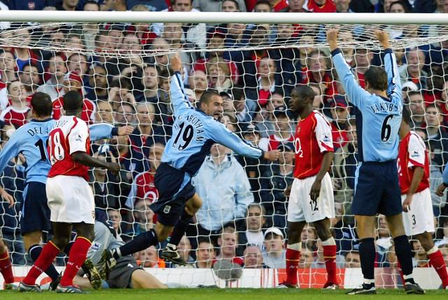 Rory Delap (pierwszy z lewej) niespodziewanie strzelił dwa gole dla Southampton w meczu z Arsenalem Londyn.