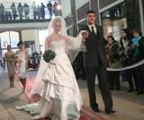 Galeria Alfa: wszyscy fotografują i filmują. Moda ślubna z Paryża. (wideo i foto)