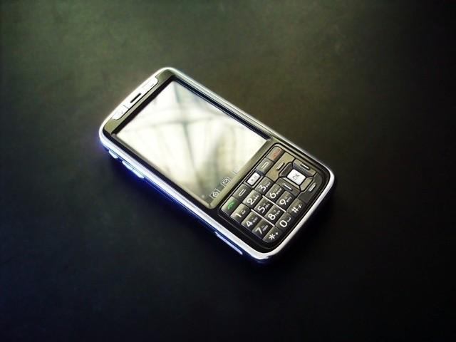 Dziś prawie każdy z 15 milionów kierowców ma przy sobie telefon komórkowy