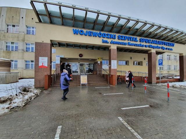 Kolejki są zazwyczaj tylko rano. W środę, 20 listopada, około godz. 11 przed wejściem do szpitala było już pusto.