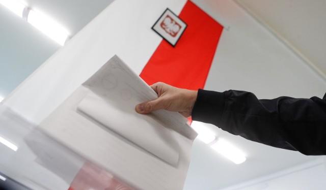 13.10.2019 rzeszow wybory parlamentarne 2019 glosowanie komisje wyborcze wyborcy fot krzysztof kapica
