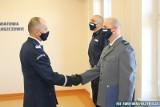 Podziękowali włoszczowskiemu policjantowi za ocalenie życia niemowlaka. Uroczystość z komendantem, posłem, wojewodą. Zobaczcie zdjęcia