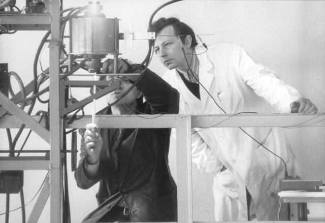 1979 rok. Wytwarzanie światłowodów.