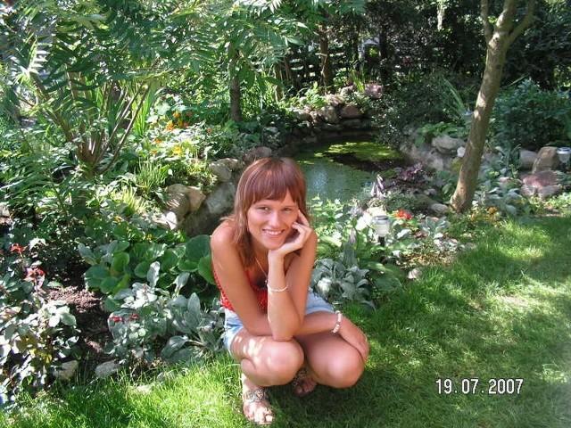 Mam na imie Agnieszka, mieszkam w Rzeszowie :)) ucze sie w medycznej szkole policealnej jako technik masazysta. Interesuje mnie psychologia i fizjoterapia. Za rok planuje wybrac jeden kierunek i pójśc na studia.Sądze, ze wybiore fizjoterapie bo chcialabym pracowac w hospicjum poniewaz kocham dzieci oraz chce pomagac innym. Jestem spokojna, zwariowana, uczuciowa, latwo mnie zranic ale za to cholerna ze mnie optymistka zawsze staram sie dopiąc swego :)) i walcze do konca.
