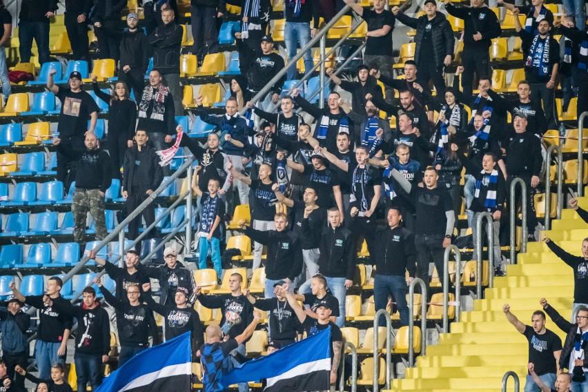 W meczu 9. kolejki IV ligi kujawsko - pomorskiej Zawisza Bydgoszcz pokonał Legię Chełmża 3:2. Zawiszanie prowadzili już 3:0, ale przez całą drugą połowę musieli grać w osłabieniu po czerwonej kartce dla Jakuba Wituckiego. Chełmżanie zwietrzyli swoją szansę i strzelili dwa gole. Jednak gospodarze obronili minimalną przewagę i wygrali szósty mecz w sezonie. Bydgoszczanie po tym zwycięstwie zajmują trzecią pozycję. Legioniści znajdują się na 12. miejscu.