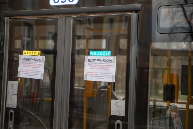 """Radni PiS podczas sesji mówili, że chcą, aby wieczorami jeździło mniej autobusów, bo """"wożą powietrze""""."""