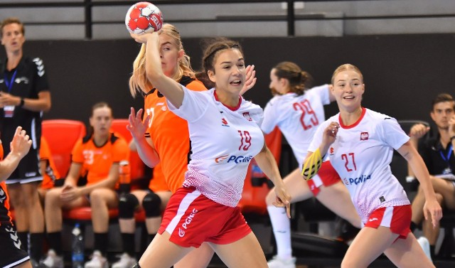 Michalina Pastuszka z Suzuki Korony Handball Kielce podczas meczu z Holandią.