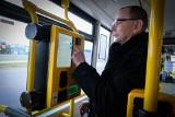 W autobusach działają już biletomaty. Można płacić zwykłą zbliżeniową kartą płatniczą