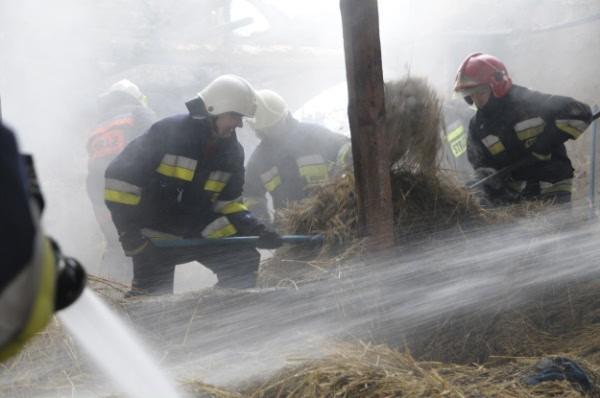 Palił się strop i dach domu w Lędzinach koło Opola