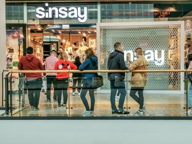 Konsumenci coraz częściej inicjują proces zakupowy w Internecie, np. poprzez porównanie cen. Natomiast sprawdzenie, przymierzenie i zakup odbywa się w kanale tradycyjnym.