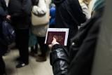 Pomysł na nowy polski paszport krytykuje już Ukraina i Litwa