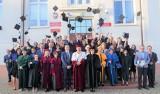 Pożegnanie absolwentów w Małopolskiej Uczelni Państwowej w Oświęcimiu. Kolejny rocznik otrzymał dyplomy,, a najlepsi wyróżnienia [ZDJĘCIA]