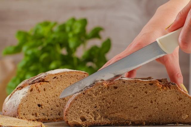 Pieczywo to produkt, po który sięgamy najchętniej każdego dnia. Ma sporo zalet, ale nie jest tak samo dobra dla każdego. Oto oznaki wskazujące, że natychmiast należy przestać jeść pieczywo i zmienić dietę. Sprawdź, czy je masz! >>>>>