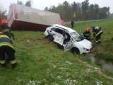 Wypadek w Mokrzyskach. Trzy osoby ranne [ZDJĘCIA]