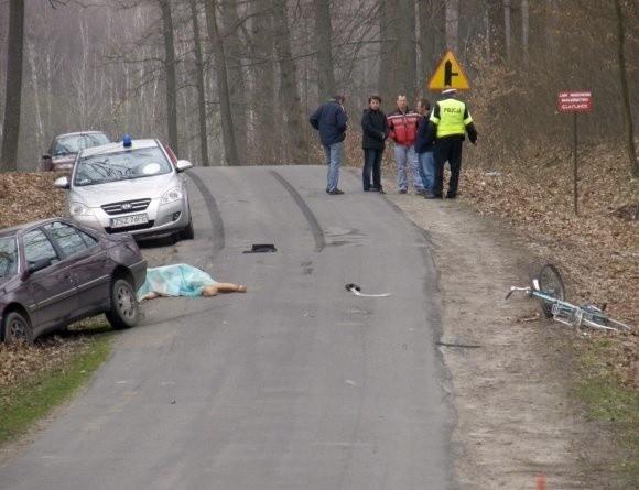 Policja i prokuratura wyjaśniają okoliczności kolejnej niedzielnej tragedii na drogach koło Szczecinka.