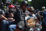 Takiej imprezy w Sieradzu nie było. Parada setek motocykli i szaleńcze popisy ZDJĘCIA