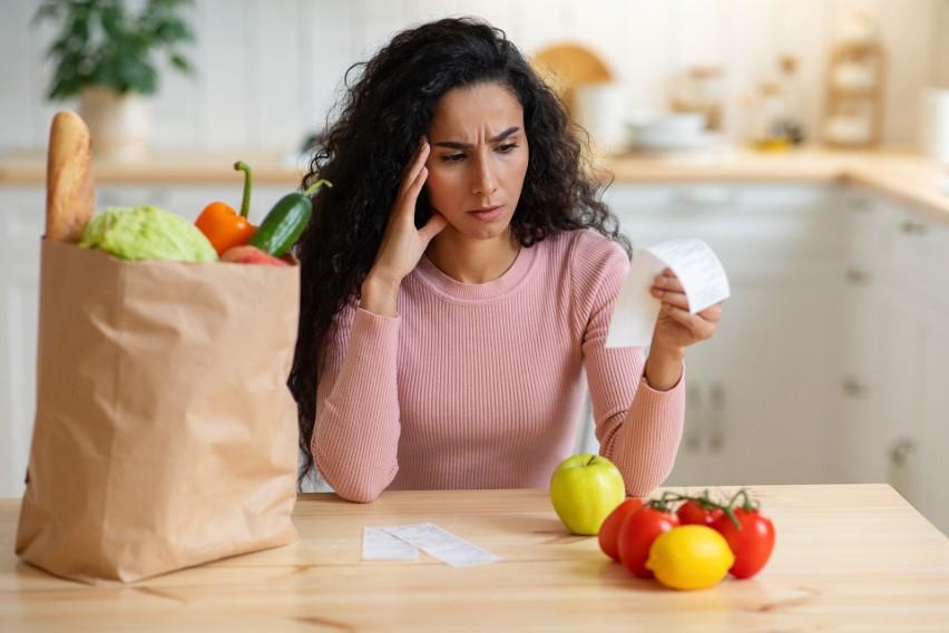 Zakupy w warzywniaku mogą szokować, bo ceny warzyw i owoców...