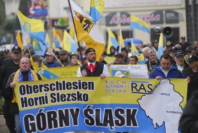Kilka lat temu RAŚ zorganizował w Opolu demonstrację. Jego członkowie przekonywali, że Opolszczyzna powinna wejść częściowo w skład woj. śląskiego, a częściowo dolnośląskiego.