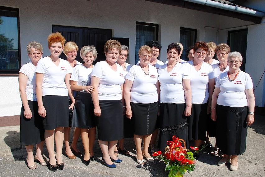 Na zdjęciu: Jolanta Gapska, Anna Łyczak, Sylwia Kołodziejczyk, Izabela Mentlewicz, Maria Kaczorowska, Jolanta Szmid, Alina Krysiak, Anna Rosińska, Elżbieta Szajerska, Ewelina Krysiak, Mariola Nowakowska, Wiesława Mentlewicz, Anna Zmirska, Małgorzata Mielcarek i Danuta Urbańska - przewodnicząca koła