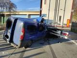 Groźny wypadek na A4 pod Wrocławiem. Samochód dostawczy wbił się w ciężarówkę