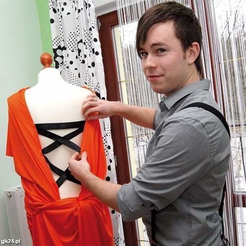Mateusz Tomczyk na razie projektuje ubrania tylko dla kobiet, ale w przyszłości chce zająć się również modą męską.
