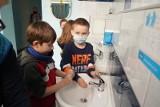 Koronawirus. Niebezpieczne powikłania po COVID u dzieci i młodzieży. Mogą towarzyszyć długo po koronawirusie