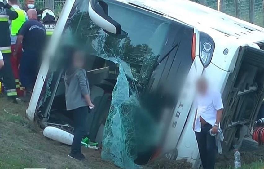 Tragiczny wypadek turystów z Polski na Węgrzech. Jest ofiara śmiertelna i ranni.Zobacz kolejne zdjęcia. Przesuwaj zdjęcia w prawo - naciśnij strzałkę lub przycisk NASTĘPNE