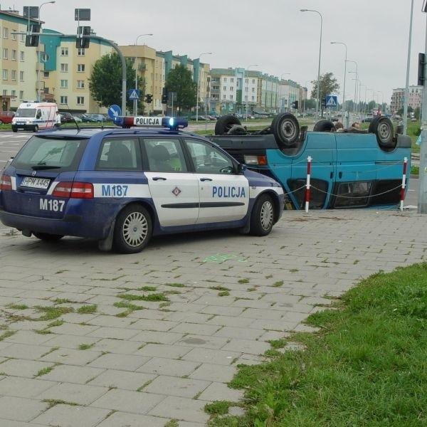 Ford transit dachował w wyniku zderzenia