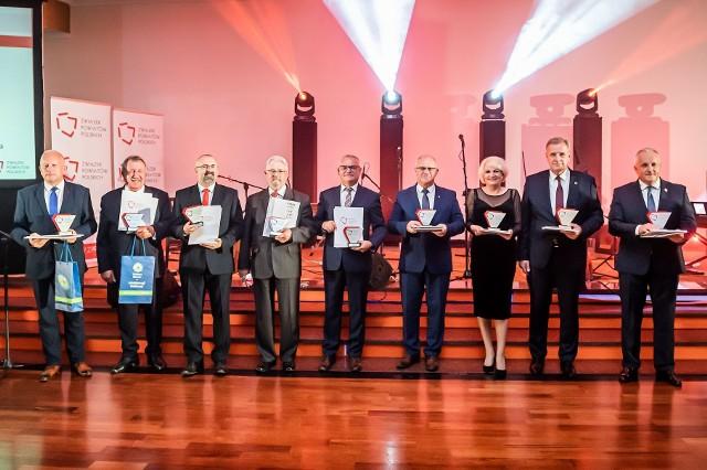 Gala wręczenia nagród dla najlepszych samorządów w Rankingu Gmin i Powiatów za 2020 rok odbyła się w Wiśle podczas Zgromadzenia Ogólnego Związku Powiatów Polskich. Statuetkę za 10. miejsce dla powiatu sępoleńskiego odebrał starosta Jarosław Tadych