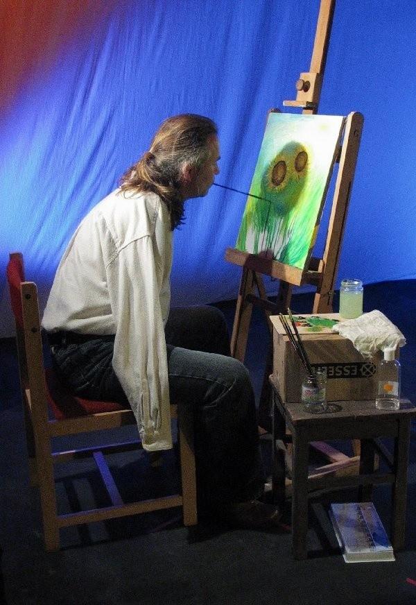 I nagrodę w konkursie plastycznym przyznano  Krzysztofowi Kosowskiemu z Zagórza  Śląskiego, który maluje ustami.