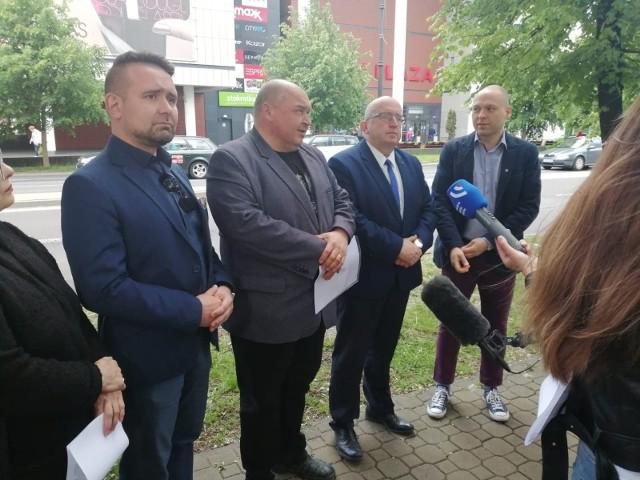 Kolejna odsłona batalii o drzewa przy ul. Lipowej. Prezydent Lublina Krzysztof Żuk uznał, że radni opozycyjnego PiS naruszyli jego dobra osobiste, mówiąc że to on polecił usunąć drzewa
