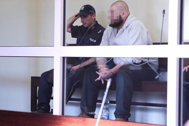 Na kilka dni przed tragedią oboje mieli uzgodnić, że dojdzie do rozwodu. Na kilka dni przed zbrodnią Krzysztof D. miał zaczął coś mówić o tym,  że może pójdzie do psychologa. Wspomniał żonie, że w pracy koledzy policjanci zauważyli jego dziwne zachowanie. Mówił coś o terapii małżeńskiej.