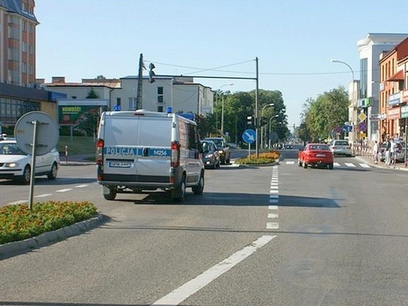 Wypadek miał miejsce wczoraj, na skrzyżowaniu Sikorskiego i Zawadzkiej w Łomży.