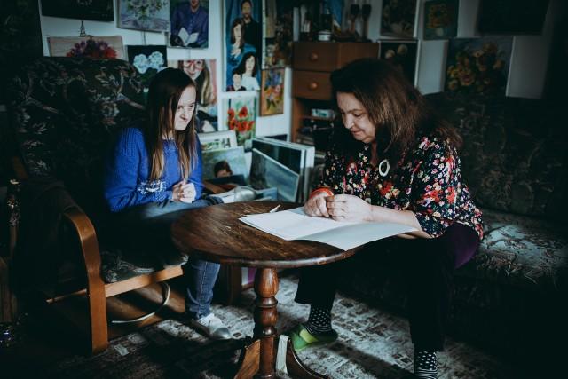 """Anna Dymna gra w filmie """"Amatorzy"""" matkę niepełnosprawnej intelektualnie córki, którą stara się traktować jak najzupełniej normalnie"""