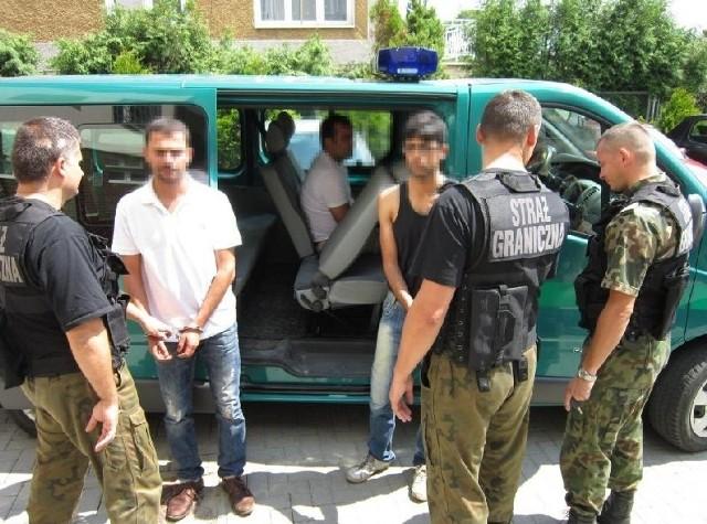 Pod Lubaczowem strażnicy graniczni zatrzymali trzech nielegalnych imigrantów z Iranu.