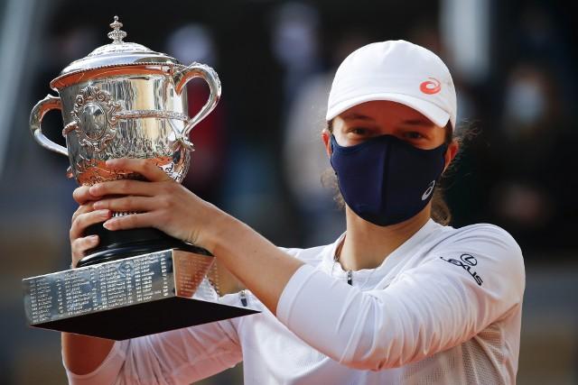 W ubiegłym roku Iga Świątek wygrała Roland Garros bez straty seta. Nic dziwnego, że eksperci widzą w niej jedną z głównych faworytek