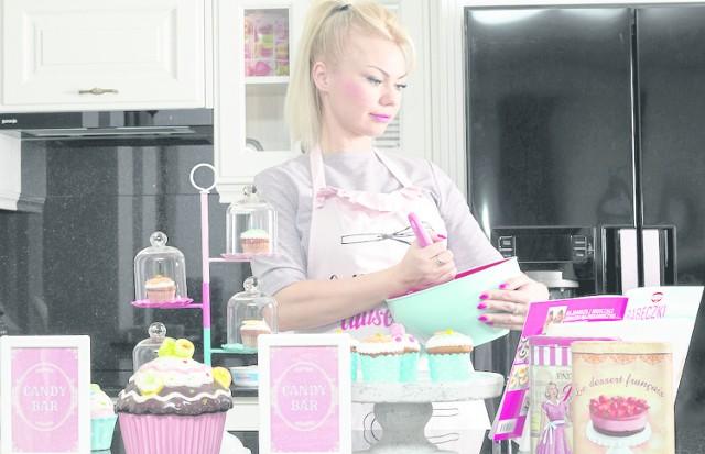 Blogerka uwielbia gotować. Podpowiada swoim czytelnikom jak zdrowo i efektownie gotować i piec