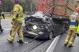 Dramatyczny wypadek na S1. Auto wbiło się pod naczepę TIRa