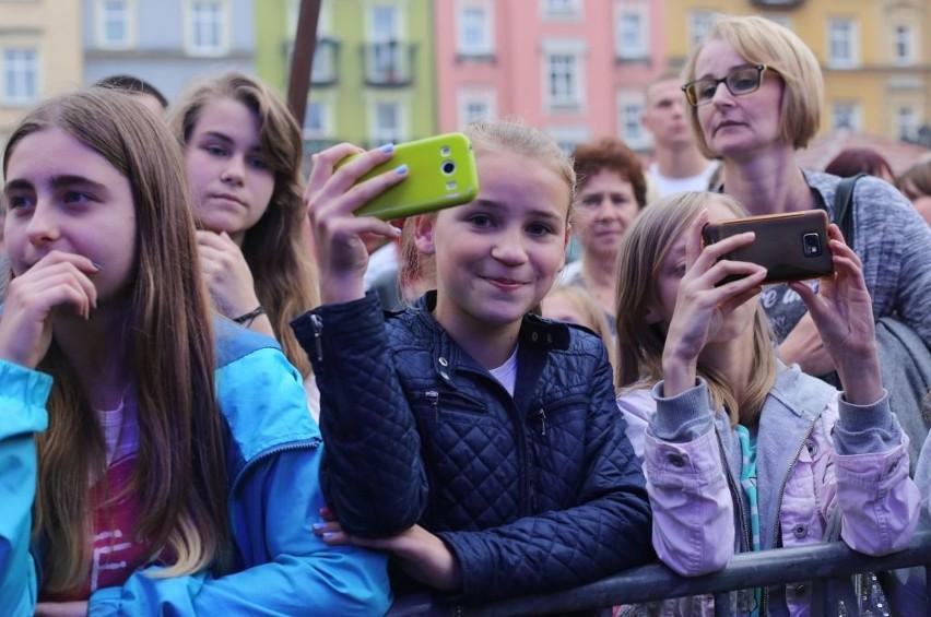 Dni Chojnic - koncert Grzegorza Hyżego na Starym Rynku w Chojnicach