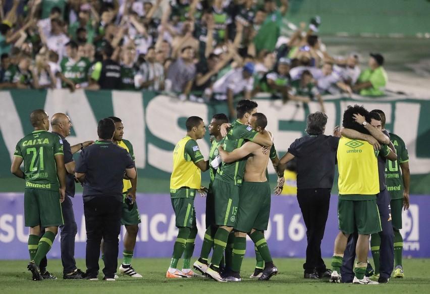 Drużyna Chapecoense Chapecó świętuje zdobycie gola 23...