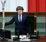 Antoni Macierewicz powrócił jak James Bond czy Jaś Fasola? MEMY Ostre wystąpienie Macierewicza i wpadki w Sejmie komentują internauci
