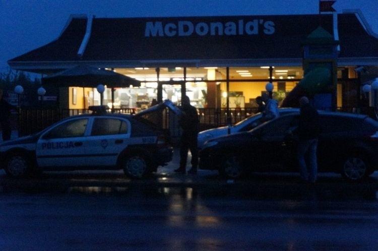 Mc Donald's. Ewakuacja restauracji, alarm bombowy (zdjęcia, wideo)
