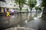 Ulewa nad Koszalinem. Zalane ulice w całym mieście, mnóstwo interwencji [ZDJĘCIA]