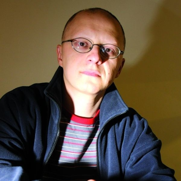 Marcin Korniluk - absolwent pedagogiki opiekuńczo-wychowawczej Uniwersytetu w Białymstoku, pracuje w ekologicznych organizacjach pozarządowych.