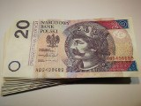Pensja minimalna 4 tys. zł w 2023. Obietnica wyborcza PiS. Jakie korzyści i straty dla gospodarki?