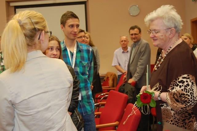 Młodzieżowa Rada Miejska Szubina przyznała jej pamiątkową statuetkę i tytuł przyjaciela młodzieży