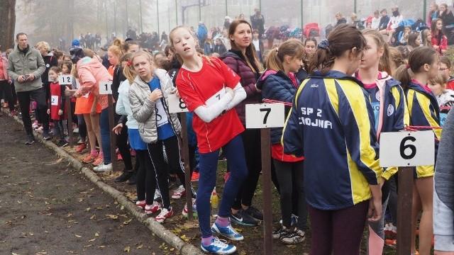 W parku przy Zespole Szkół Ponadgimnazjalnych w Tychowie odbyły się w środę finały wojewódzkie w sztafetowych biegach przełajowych. Zobaczcie zdjęcia!Zobacz także Bieg Herkulesa 2019 w Koszalinie
