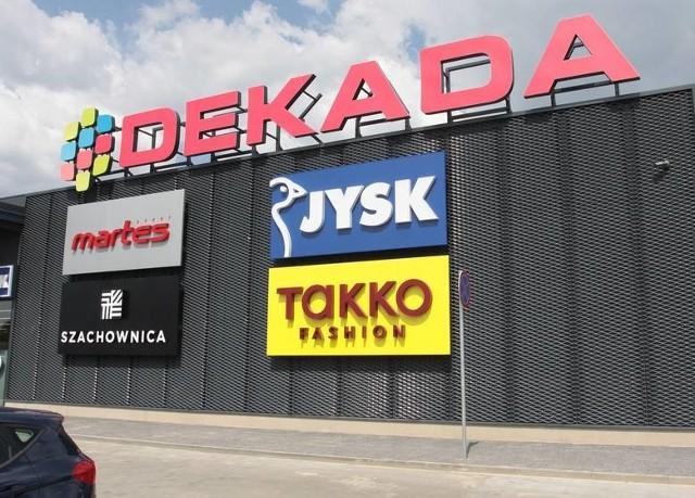 Galeria Dekada w Grójcu działa od 2013 roku. W czasie obostrzeń ogłoszonych przez rząd, do 17 stycznia 2021 roku wszystkie sklepy będą otwarte.