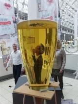 Największy na świecie kieliszek do szampana! Wyprodukował go przedsiębiorca związany ze Staszowem