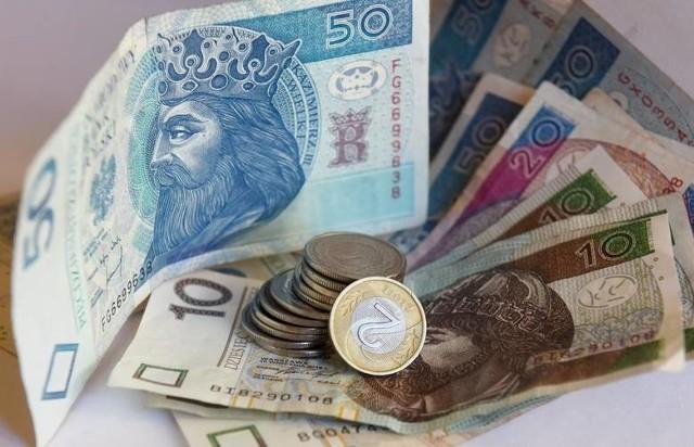 Wypłata trzynastego wynagrodzenia - czy jest zagrożona? Rządowa blokada wydatków
